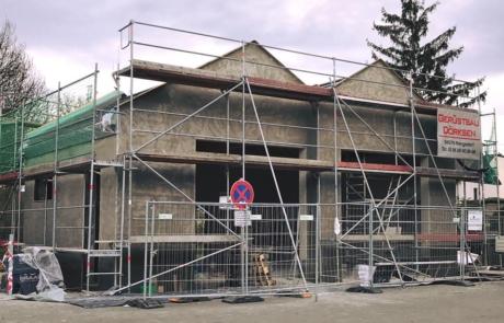 Das Bild zeigt den Rohbau der neuen Fahrzeughalle.