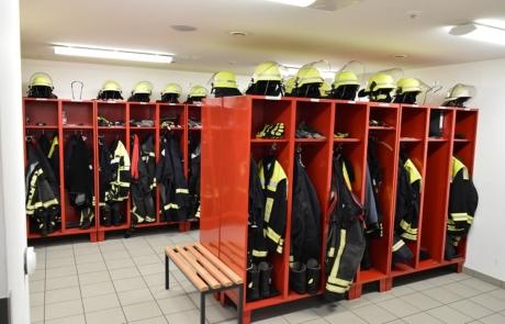 Im Feuerwehrgerätehaus befinden sich die Umkleideräume für Männer und Frauen.